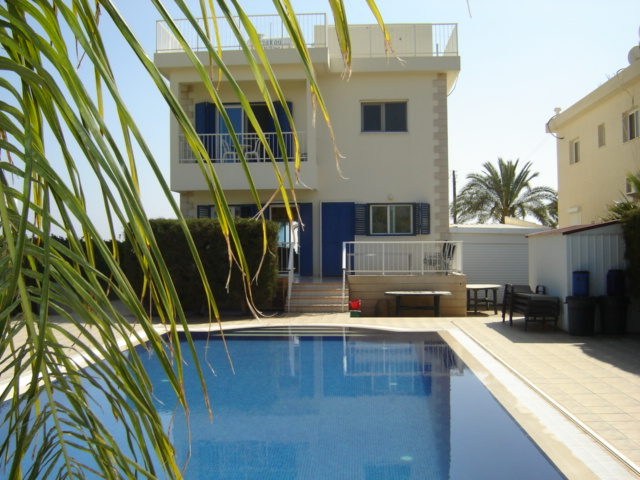 4 bedroom villa for sale in Agia Thekla Cyprus